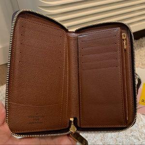 Authentic Louis Vuitton Zippy Compact Wallet